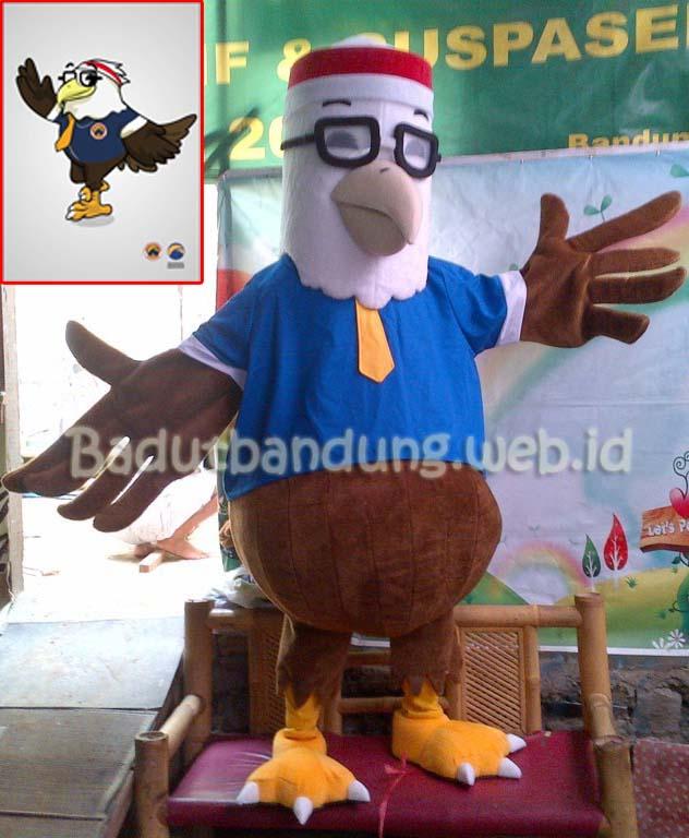 Badut burung garuda maskot partai nasdem
