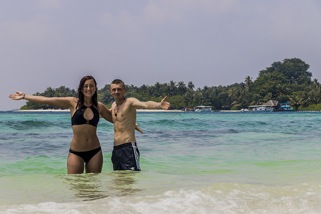 Arkadij und Katja am Bikini Beach in Rasdhoo Atoll, Maldives