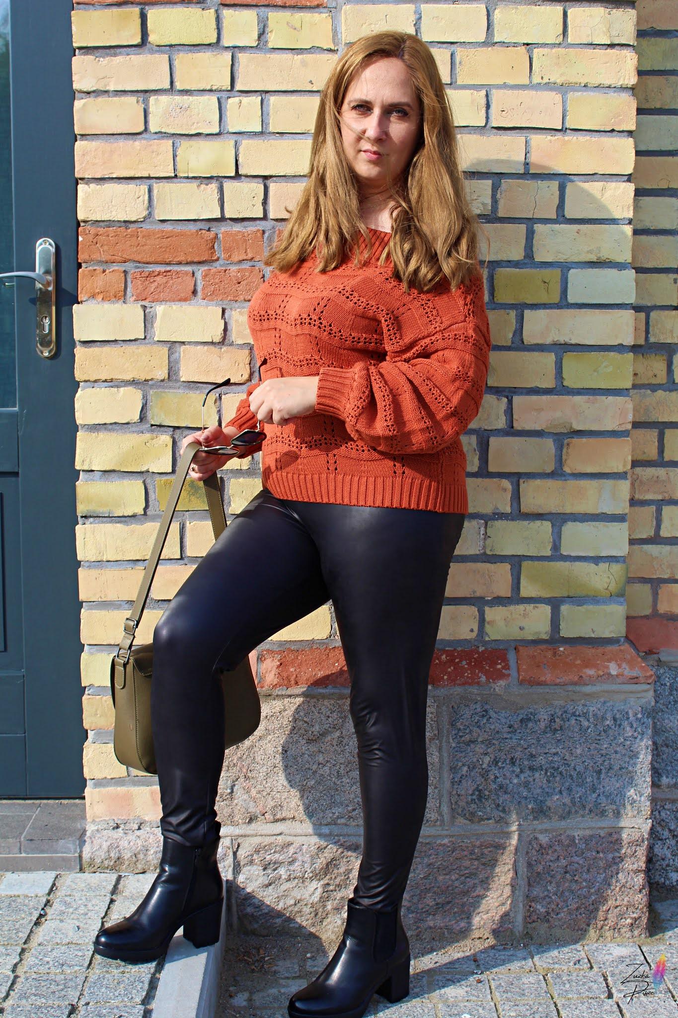 Stylizacja z pazurem - Sweter z dekoltem carmen i legginsy w optyce skóry - bonprix.pl