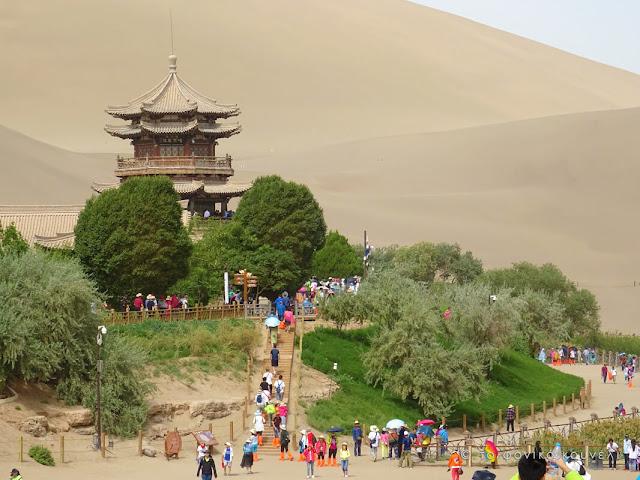 Κίνα, στον δρόμο του μεταξιού... Ένας ναός στην έρημο / China, on the Silk Road