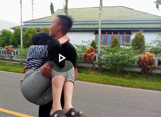 [VIDEO]: Angin Kencang di Putussibau, Seorang Gadis Tertimpa Pohon Pinang Saat Berkendara