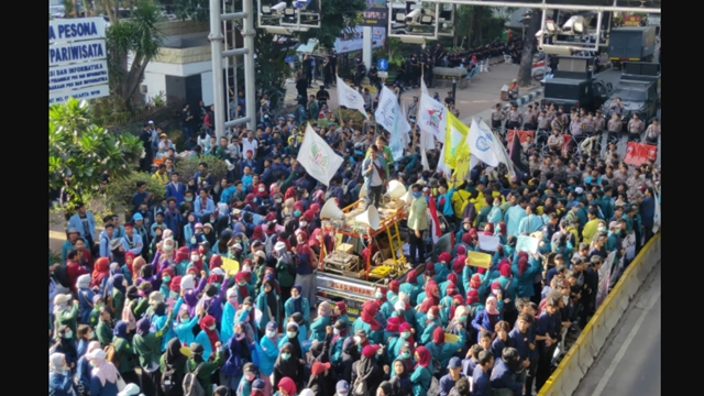 Hendak Demo ke Istana, BEM SI Dihalau Aparat