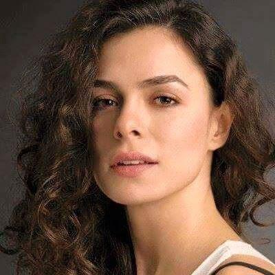 تقرير عن الممثلة التركية أوزغي أوزبيرينتشي Özge Özpirinçci