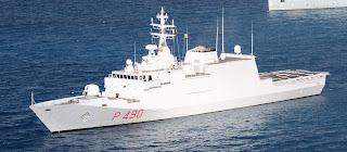 Marina Militare - soccorso a 100 persone a bordo di un gommone