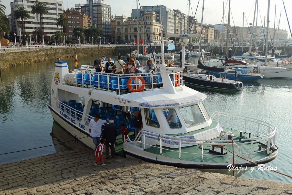 Barco por la bahía de Gijón