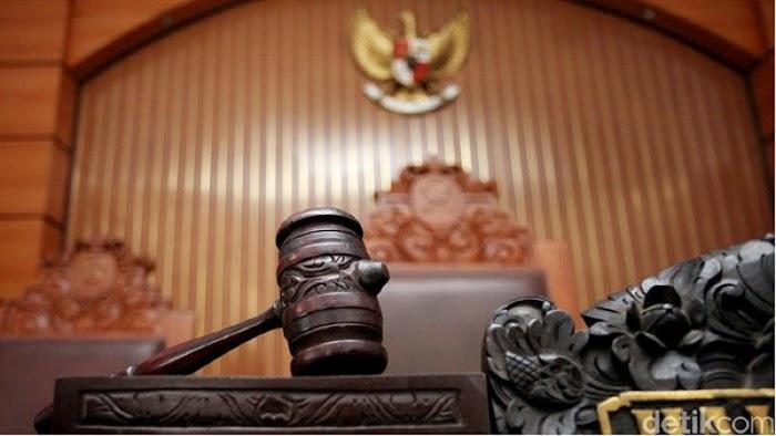 Belum Terbitkan Seluruh Peraturan Pelaksana UU Cipta Kerja, Jokowi Digugat