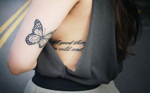 Pequena Borboleta na parte Superior Traseira do Braço de Tatuagem