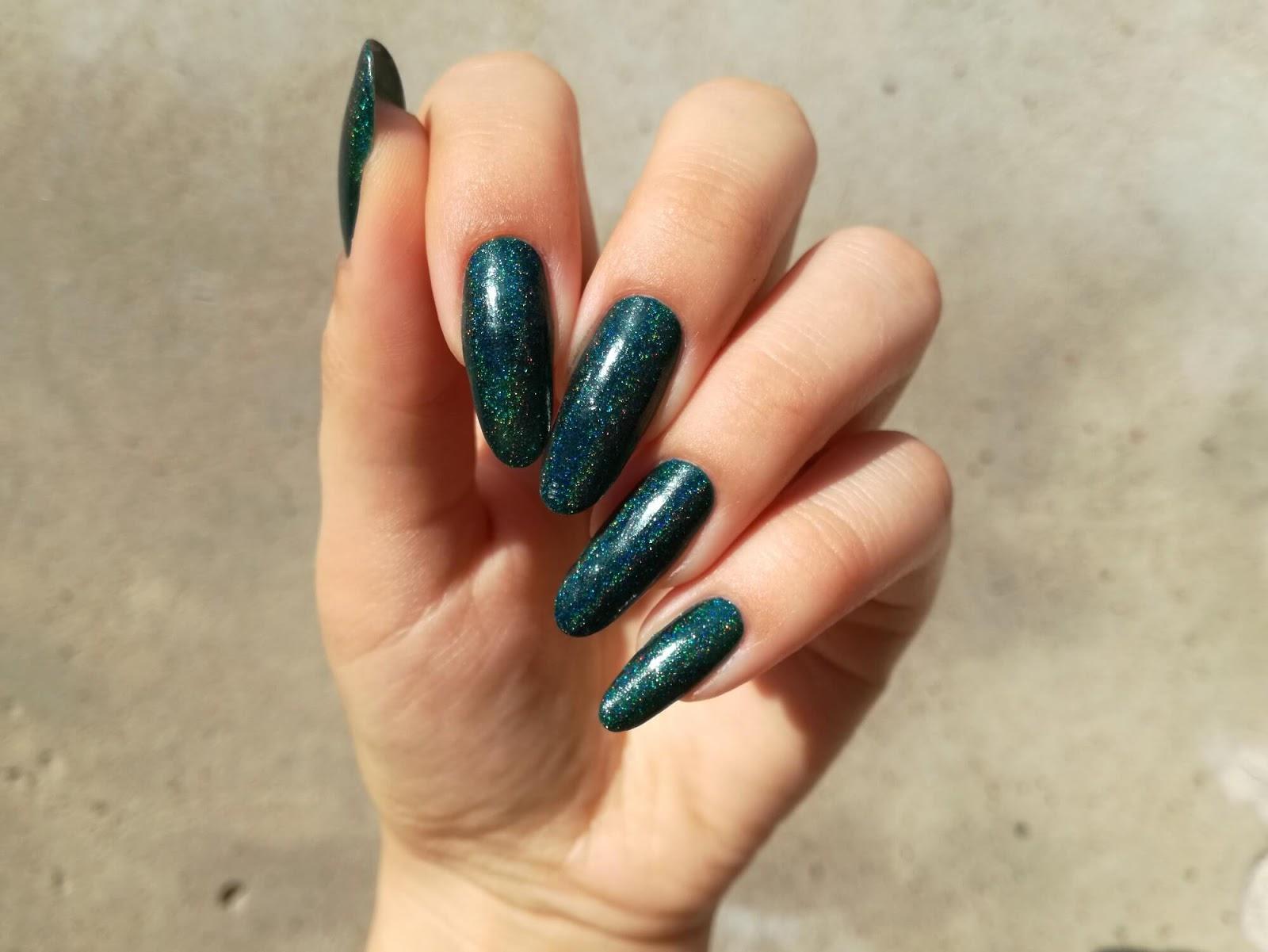 paznokcie ciemnozielone holo
