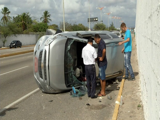 Acidentes nas estradas do CE deixam  sete pessoas mortas e 21 feridas