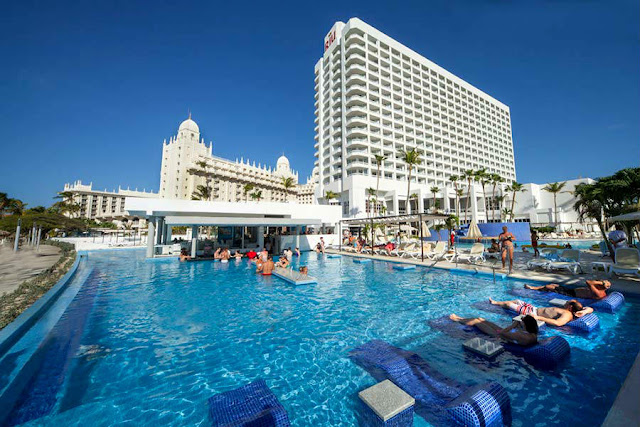 The Riu Palace Antillas Hotel, a 24h All Inclusive resort, is located on the shores of Palm Beach, Aruba, immersed in the most selective Caribbean atmosphere.