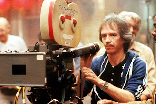 John Carpenter durante el rodaje de Golpe en la Pequeña China