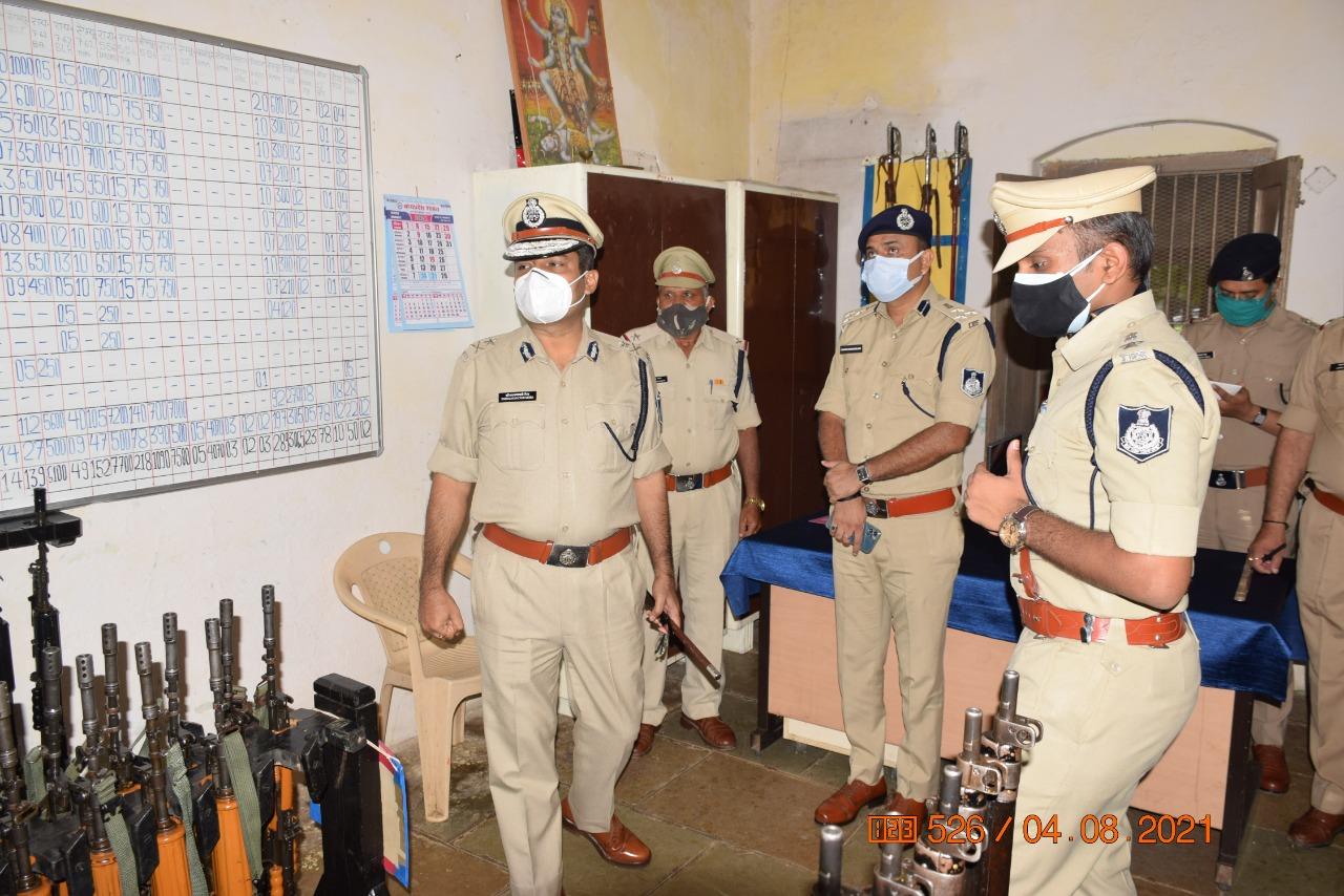 Jhabua News- पुलिस महानिरीक्षक इन्दौर द्वारा झाबुआ का वार्षिक निरीक्षण, संपूर्ण व्यवस्था और कार्यों का जायजा लिया गया