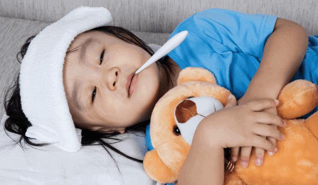 ما علاج الحمى عند الاطفال وما اعراضها واسبابها