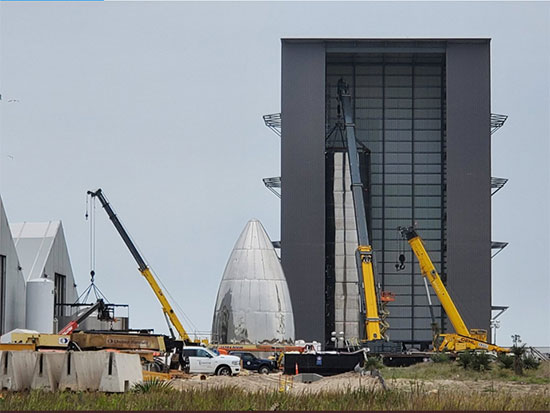 Starship SN#4 making good progress with stacking in the high bay building (Source: @BocaChicaGal)