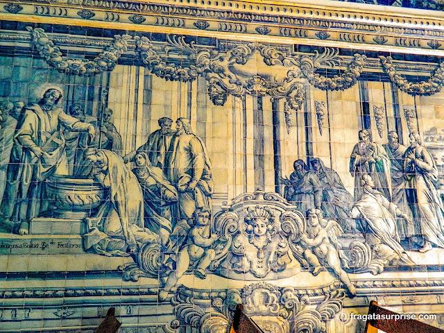 Azulejos decoram o interior da Capela do Castelo de São Filipe, em Setúbal, Portugal