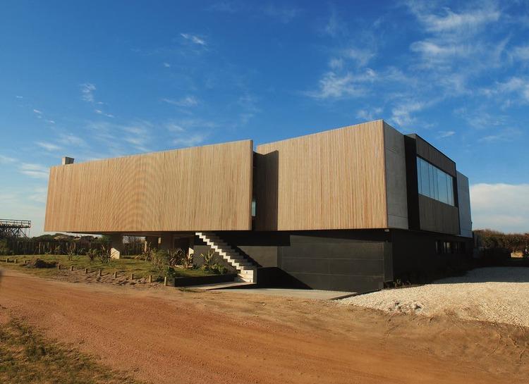Así es la mansión en Punta del Este de Adrián Suar que puso a la venta por u$s 6.000.000