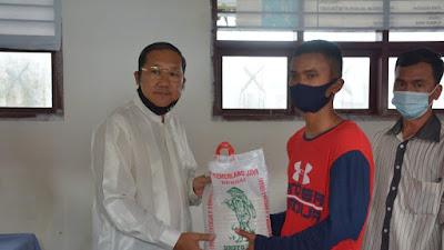 Bupati Dairi bersama Komunitas Lintas Agama bagikan sembako kepada anak anak Panti Asuhan Perpulungen