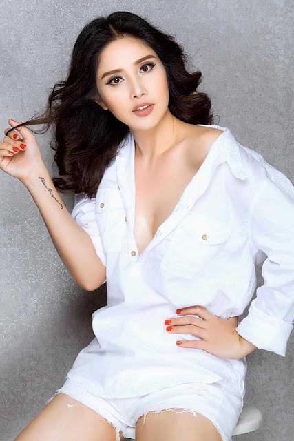 Vợ cũ Phan Thanh Bình khoe thềm ngực gợi cảm