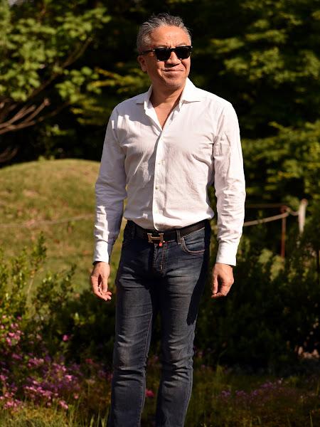 白シャツのメンズスタイル