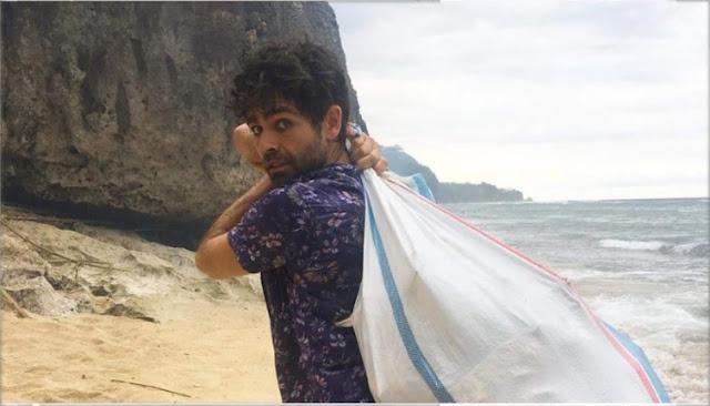 Hebat! Aktor Hollywood Bersihkan Sampah Pantai Uluwatu, Bali