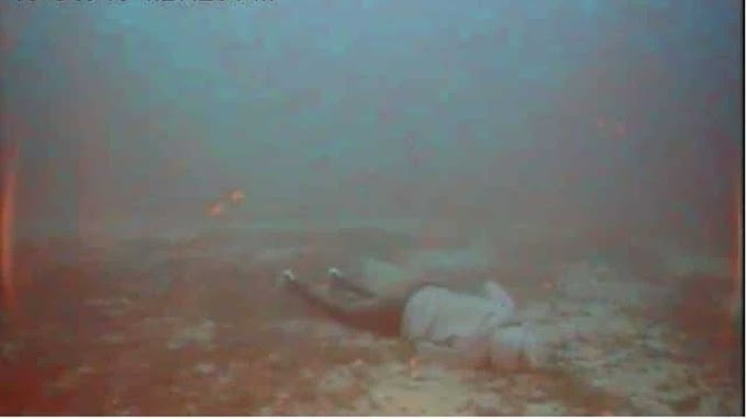 Las imágenes de un cementerio de migrantes descubiertas bajo el mar; una madre abrazando a su bebé.
