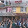 Kejadian Unik di Maliki Air Rawang, Warga Seisi Rumah Posko Azas Acukan Dua Jari dan Meminta Berfoto Bersama Fikar - Yos