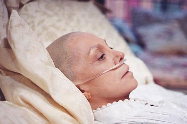 """العلاج الكيميائي """"خدعة"""" ولايعالج السرطان"""