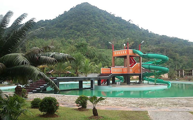 Rekreasi Seru Bersama Keluarga di Taman Teratai Indah Singkawang