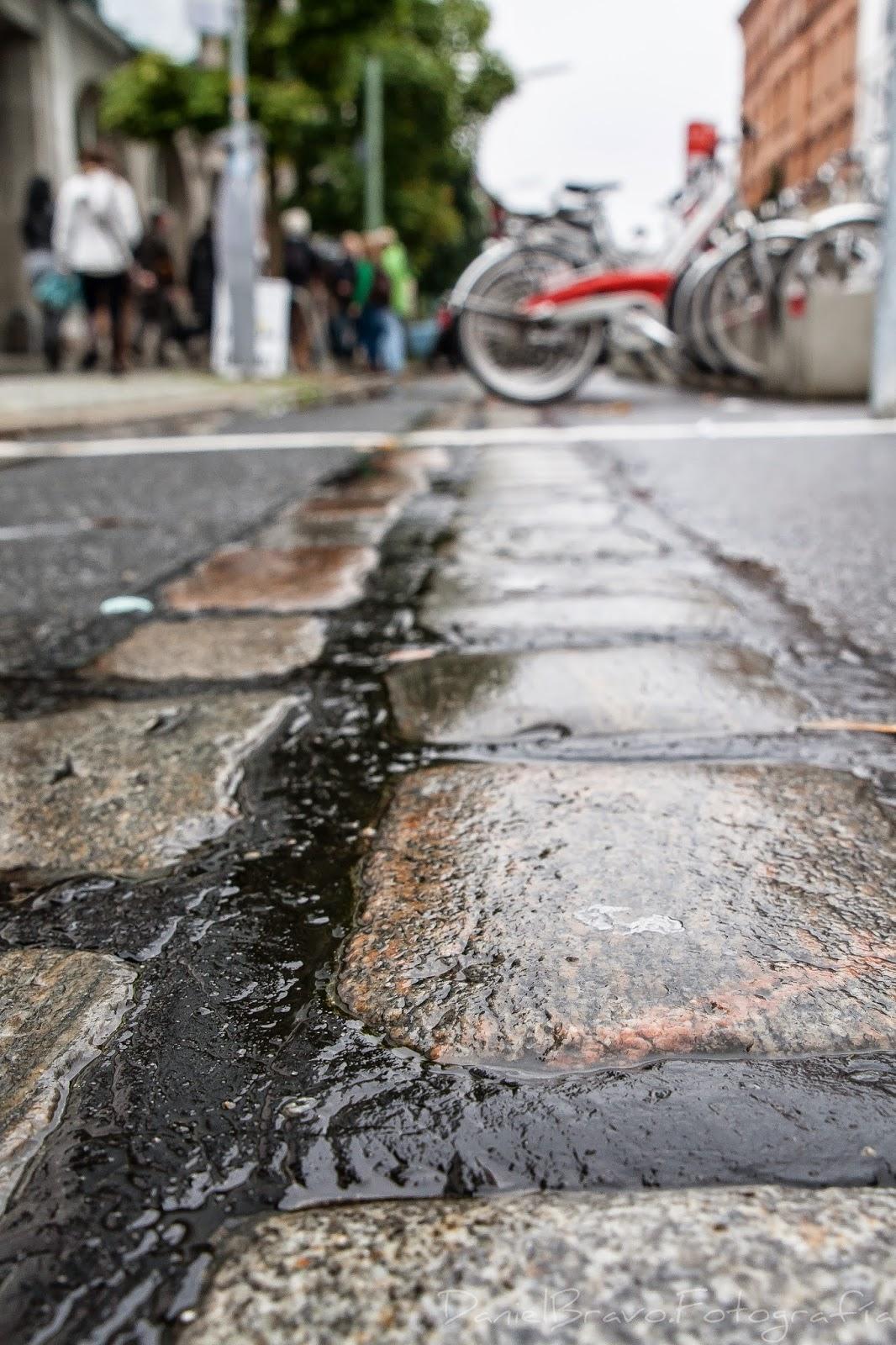 Berlín, muro de Berlín, ladrillos, suelo, huella muro de Berlín, bicicletas, Berlin