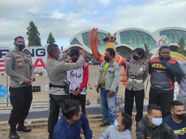 Untung Sangaji Apresiasi Atlit Motorcroos asal Merauke yang Ikut PON XX 2021.lelemuku.com.jpg