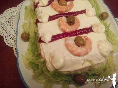 Pastel salado de langostinos y salmón ahumado