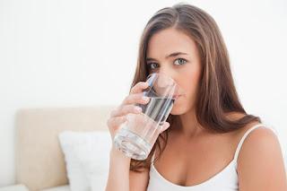 Mengapa Harus Minum Air Putih Saat Bangun Tidur