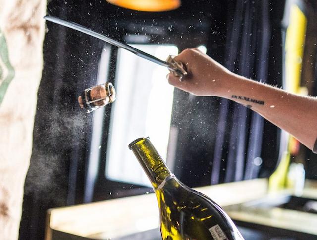 La Champagnerie Québec Sabrage
