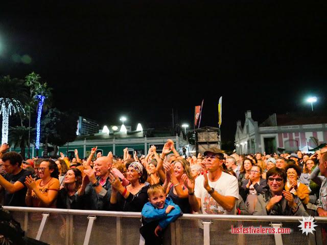 El público disfrutando con Dona Onete y sus ritmos amazónicos
