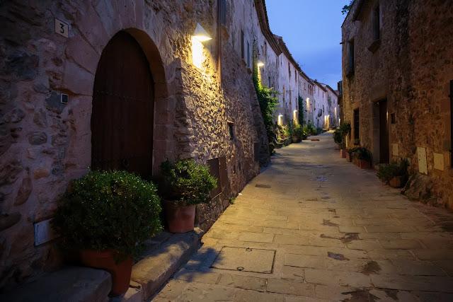 Вечерняя прогулка по Монельс - Evening in Monells - Monells por la noche