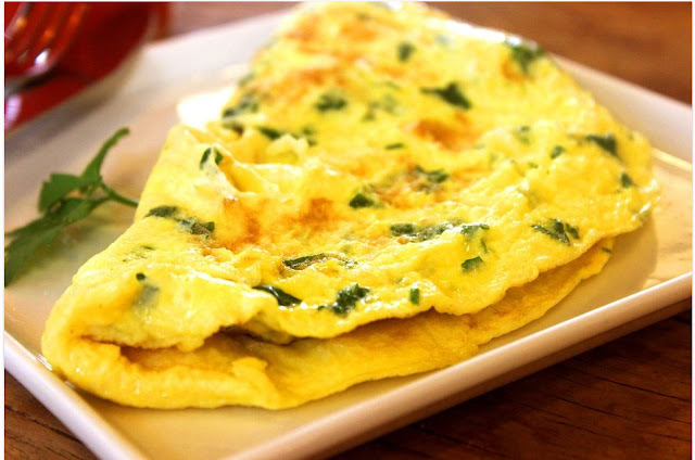 cuisiner les omelettes, recette aux oignons, fines herbes, cuisine de Lyon, sans gluten