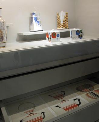 peças de porcelanas em exposição