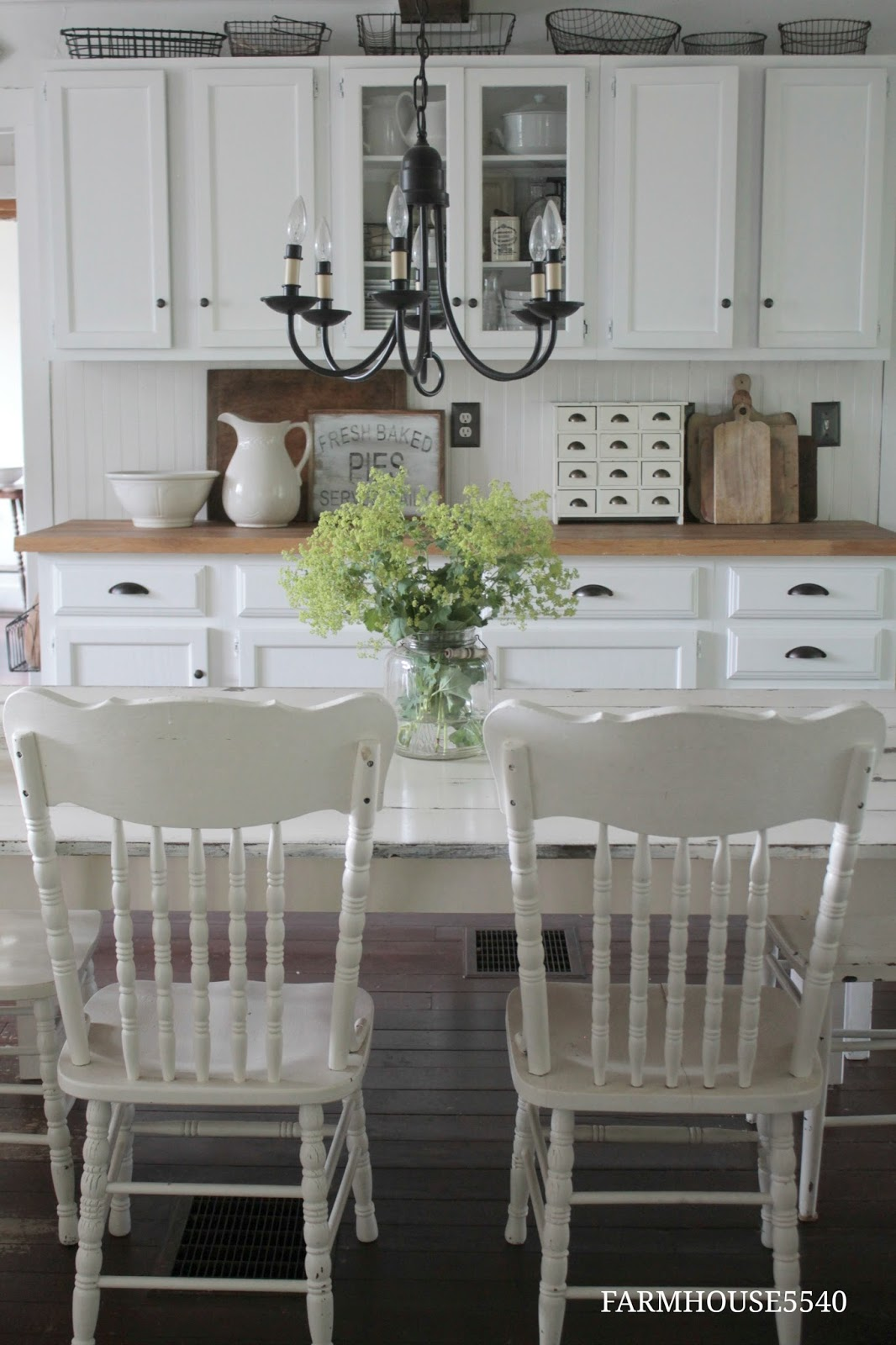 Applying 16 Bright Kitchen Paint Colors: FARMHOUSE 5540: Farmhouse Kitchen On A Summers Day