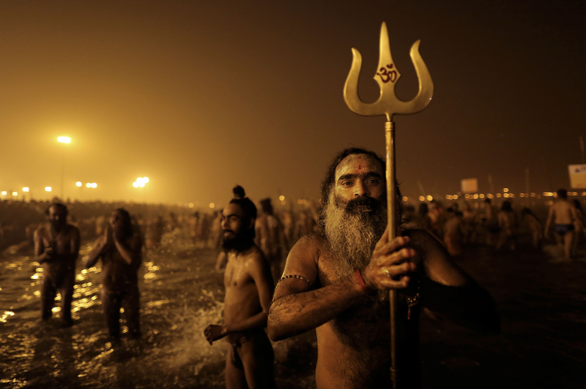 Ritual Mandi Bersama di India Jutaan Orang Mandi
