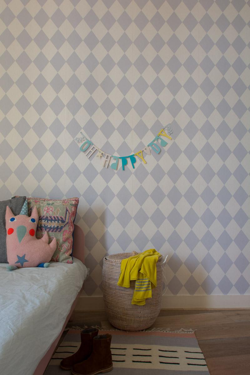 Nordic colorfull | Vivienda de estilo nórdico con toques de color by Habitan2, decoración handmade para hogar y eventos