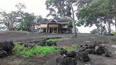 """Wonreli, Malukupost.com - Pulau Kisar di Kabupaten Maluku Barat Daya, Provinsi Maluku, telah dihuni sejak sekitar 15.000 tahun lalu menurut Dr Mahirta, arkeolog dari Universitas Gadjah Mada (UGM) Yogyakarta.    """"Telah dianalisis bahwa pada kurang lebih 15.000 tahun yang lalu wilayah Pantai Posi telah dihuni oleh sekelompok manusia, tapi ada kemungkinan ditemukannya bukti-bukti penghunian yang lebih tua,"""" kata peneliti lukisan cadas gua Pulau Kisar itu di Wonreli, Kecamatan Pulau-Pulau Terselatan, Minggu (18/11)."""