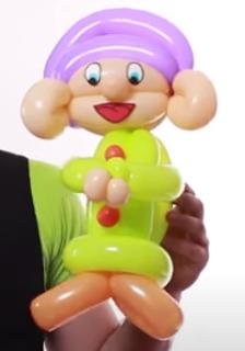 Ballonfigur in Form eines Zwerges modelliert.