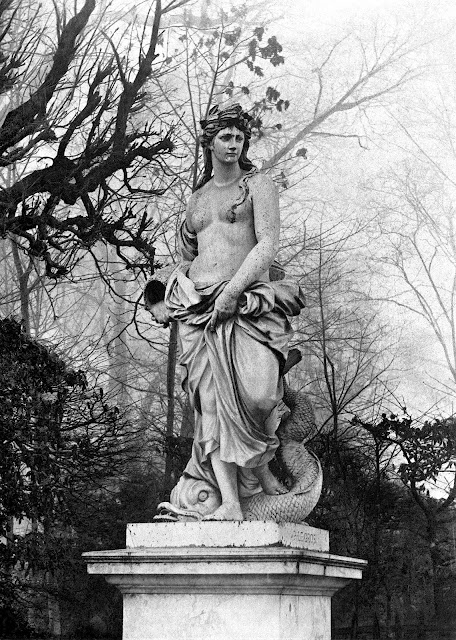 early photo of Versailles statue 1600s