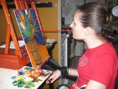 Christina Symanski maler med munden