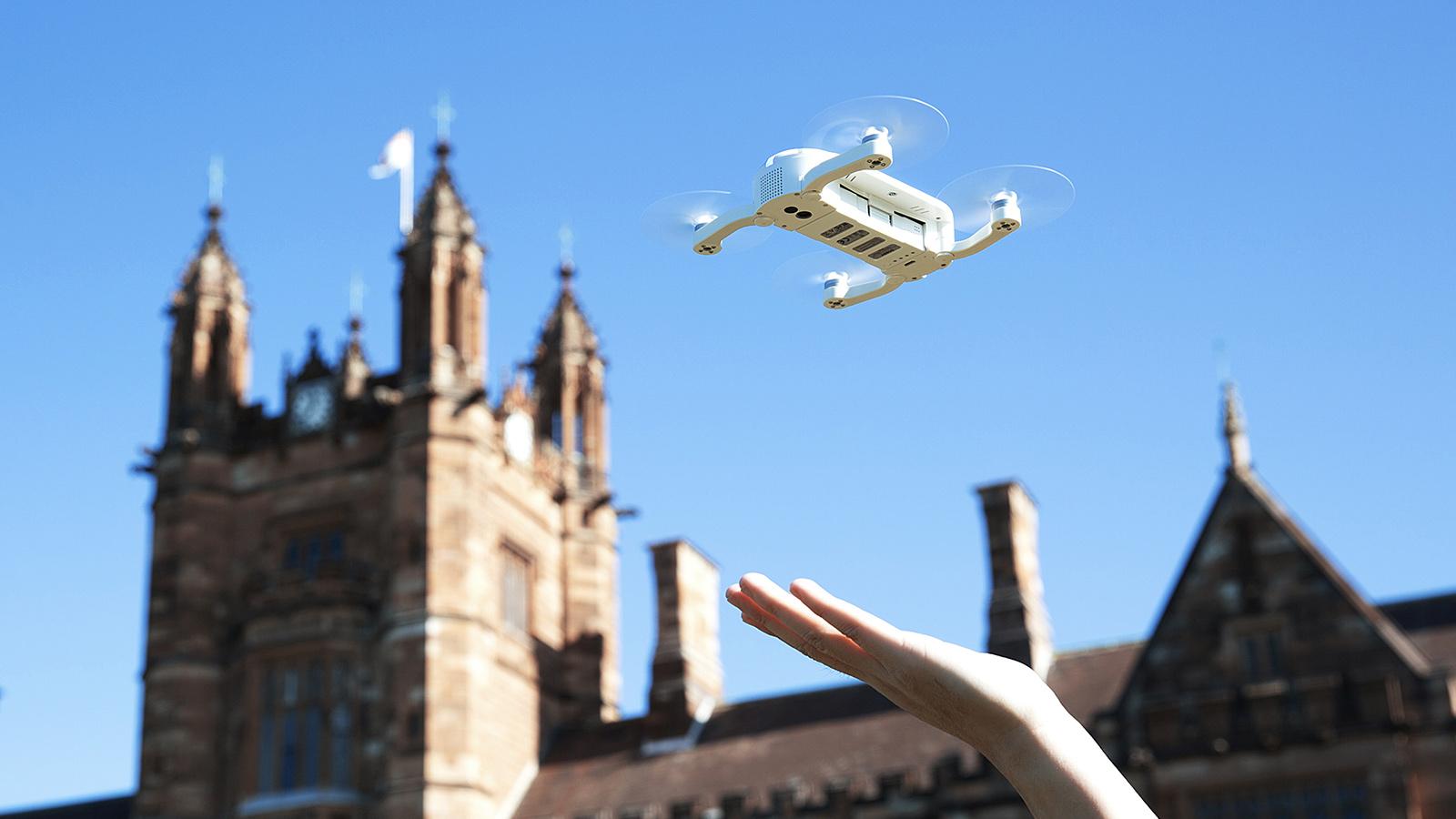 Zerotech Dobby Drone чуть больше ладони