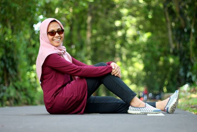 Pakai Baju Warna Cerah Saat Berwisata
