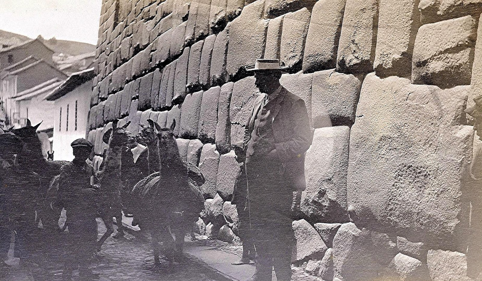 Foto antigua de Calle Hatun Rumiyoc en el Cusco