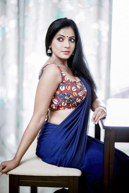 Reshma Pasupuleti Very Hot in Dark Blue Saree Photos Navel Queens