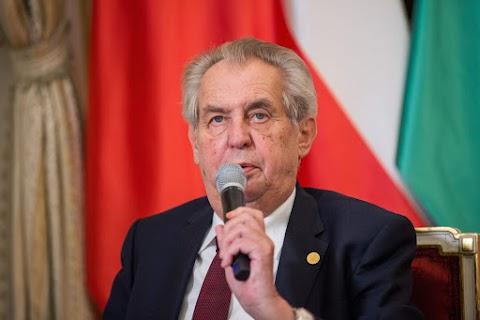 Zeman a V4 sikerének minősítette a migrációs kvóták megakadályozását