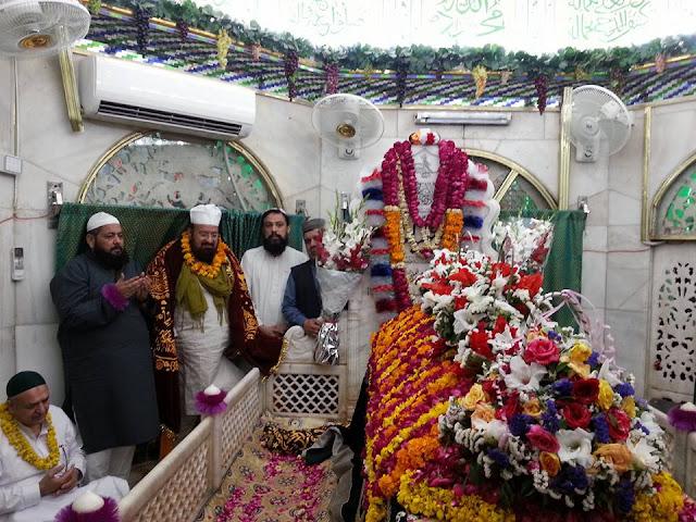 Visit to Hazrat Daataa ganj bakhsh radiyal laahu anhu Mazar